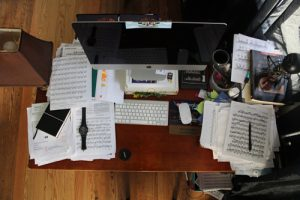 Unorganized messy desk